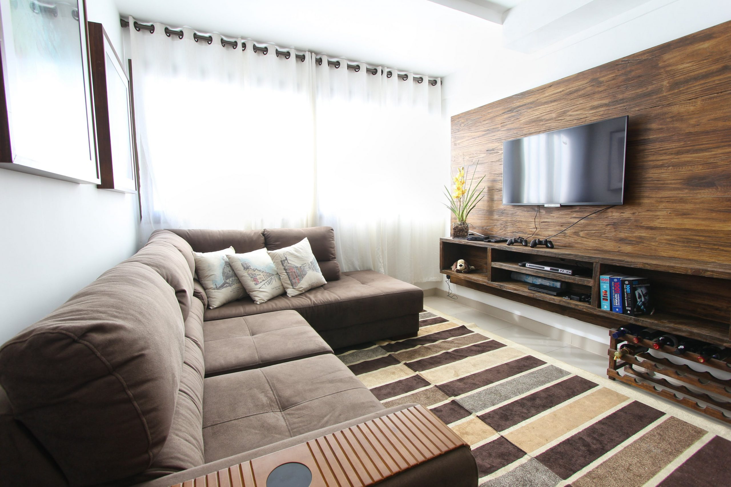 curtains-benefits-reduce-tv-glare-curtains-house-singapore